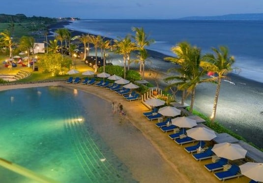 Affordable Beachfront Hotel Bali 3